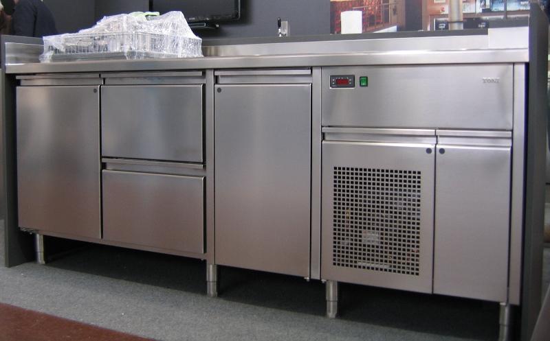 hladilni-pult-za-kuhinjo-toni