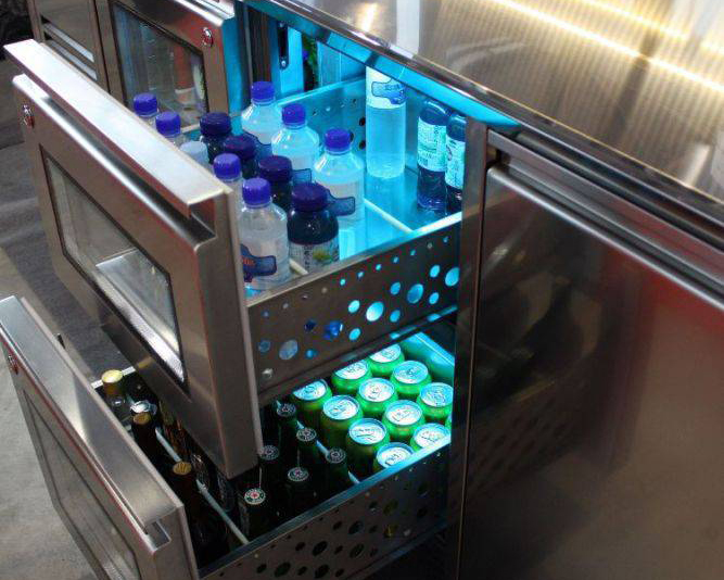 steklena-vrata-šank-gostinska-oprema